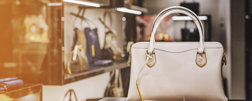 Finding bestselling handbags from e-commerce sites