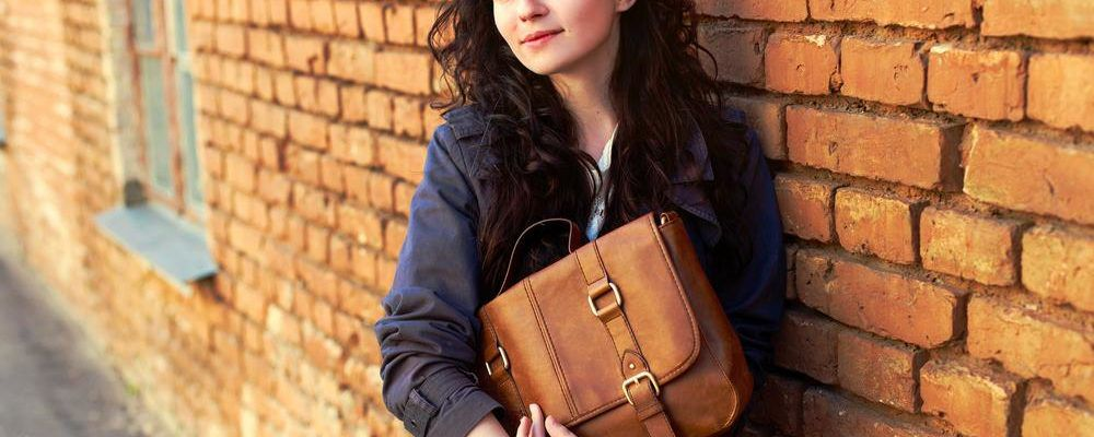 How to differentiate a real leather handbag from faux leather